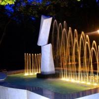 fontana sa skulpturom u diplomatskom naselju, Beograd