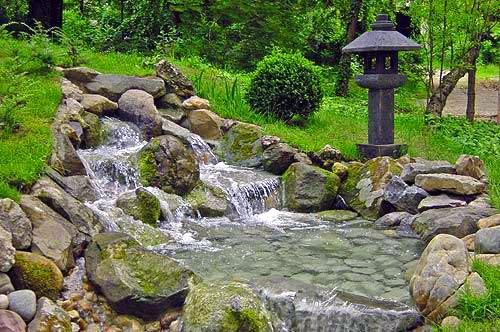 Botanička bašta Jevremovac, zaboravljeni raj u centru Beograda - Page 2 Japanski_vrt_izvor_i_lanterna1