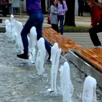 preskakanje_fontane na trgu u požegi