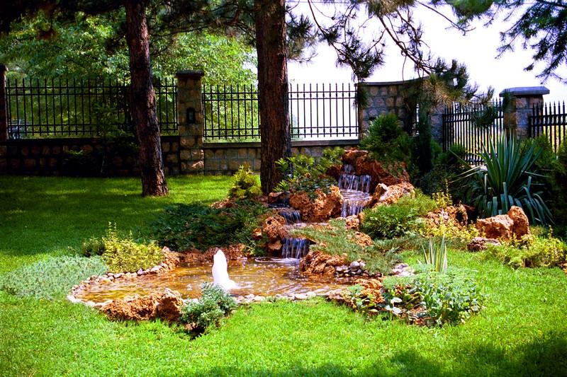 Fontana u vrtu, Vinci - Golubac  Naturalist
